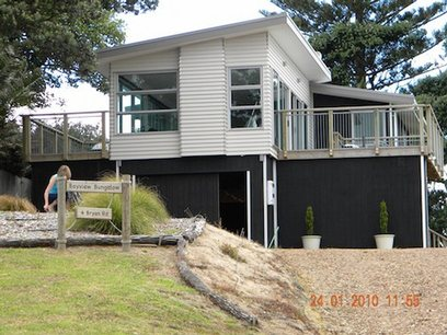 Bayview Bungalow (Guest Suite): Waiheke holiday house in Surfdale