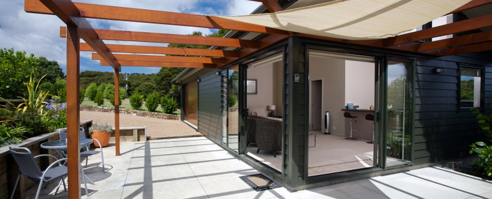 Ridge Studio: Visit Waiheke Holiday Houses