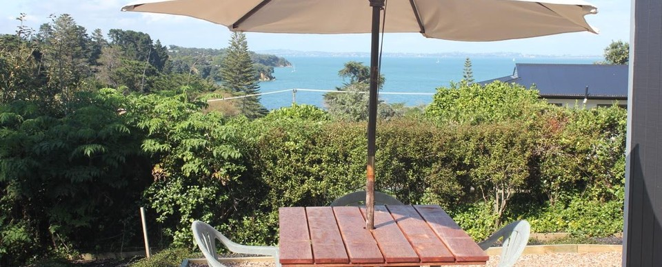 Bayview Bungalow (Guest Suite): Visit Waiheke Holiday Houses